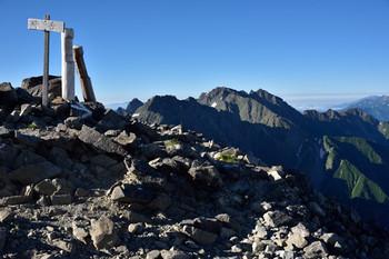 DSC_4581中岳山頂から穂高.JPG