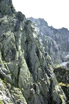 DSC_4683飛騨側断崖小屋が見えた.JPG