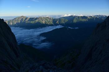 DSC_4788涸沢岳と雲海の向こうに笠.JPG