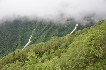 DSC_8689_池山の尾根に雪渓が.jpg