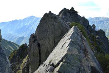 _DSC_0385北穂の登りの鎖場から山頂.JPG
