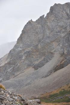 _DSC_1245大雪渓に落ちていく岩稜.JPG