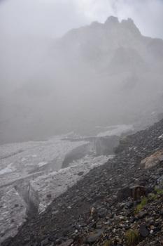 _DSC_1399岩峰と雪渓最上部.JPG