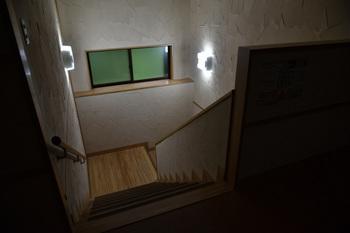 _DSC_9372_01二階の部屋に上がる階段.JPG