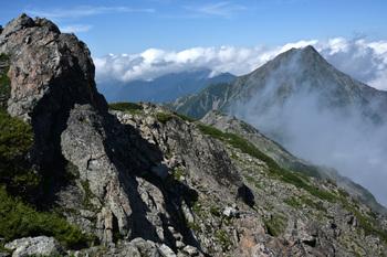 _DSC_9677_01間ノ岳頂上から北岳.JPG